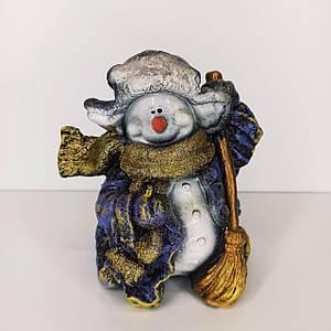 Скарбничка Сніговик і мітлою 18 см