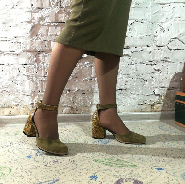 Туфли-деленки из комбинации замша и кожи под рептилию, цвет оливковый