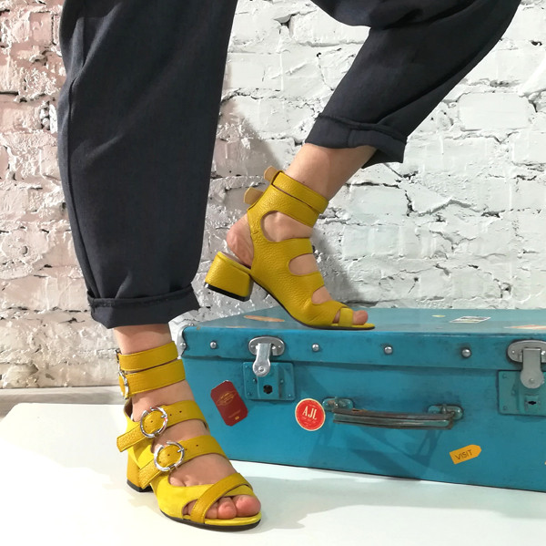 Босоножки-гладиаторы с каблуком 4см, цвет желтый