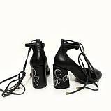 Туфли черного цвета с вышивкой на каблуках, фото 4