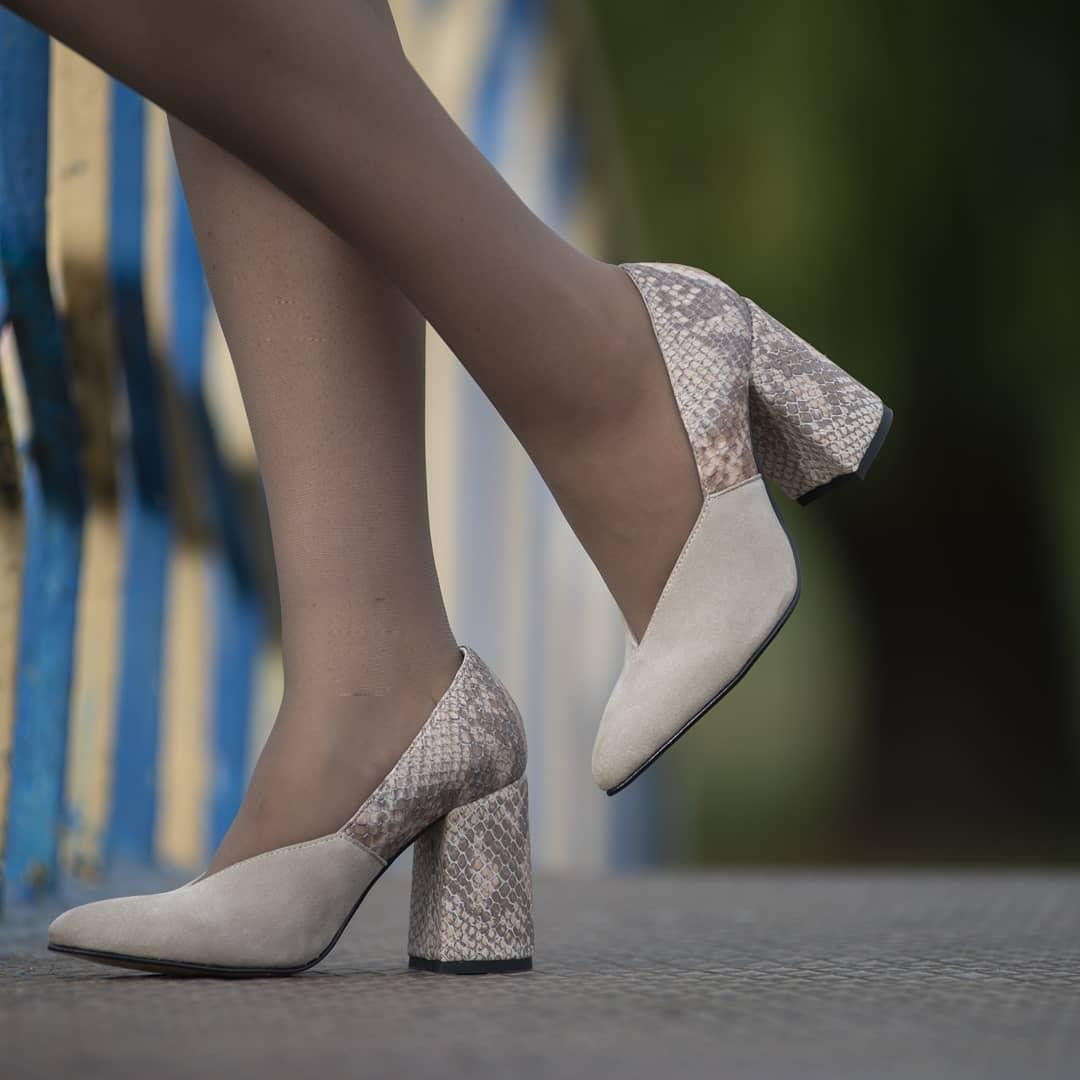 Туфли с геометрическим вырезом, каблук 8см, цвет тапиока