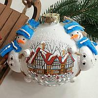 """Шар новогодний объемный, из стекла 85 мм """"Снеговички на шаре"""""""