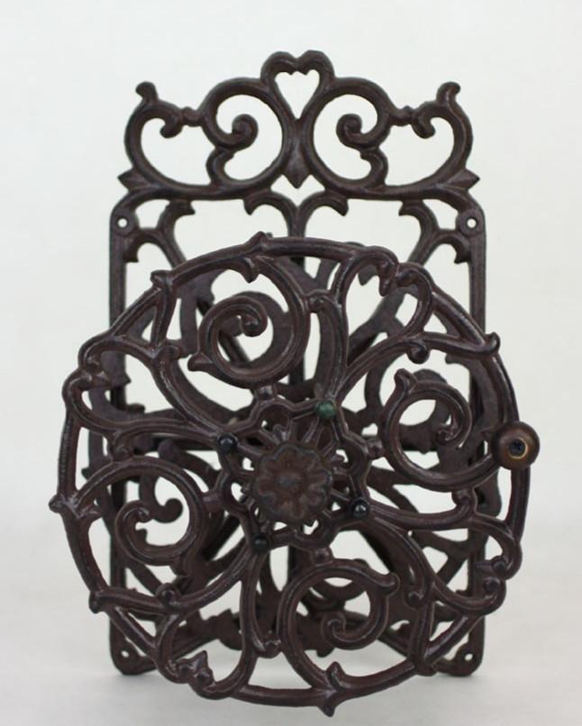 Декоративна розетка з краном і кріпленням для шлангу.