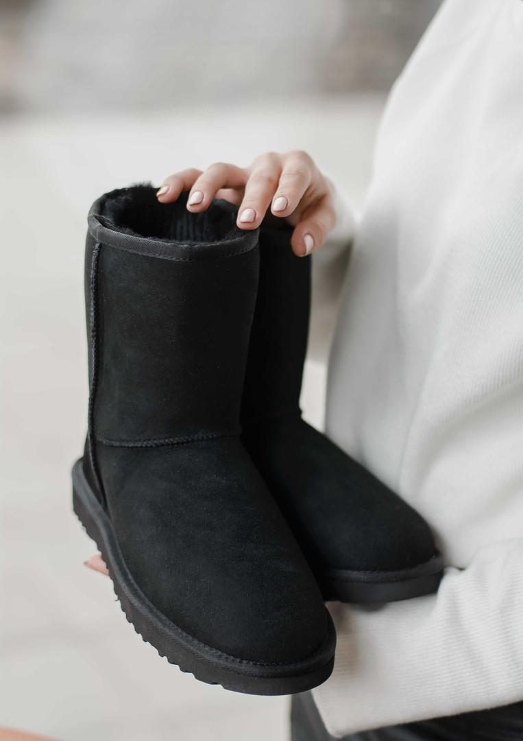Зимние женские угги с натуральным мехом Ugg Classic Short Black