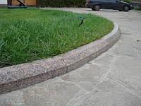 Бордюры гранитные тротуарный  8х20 тесанный с фаской
