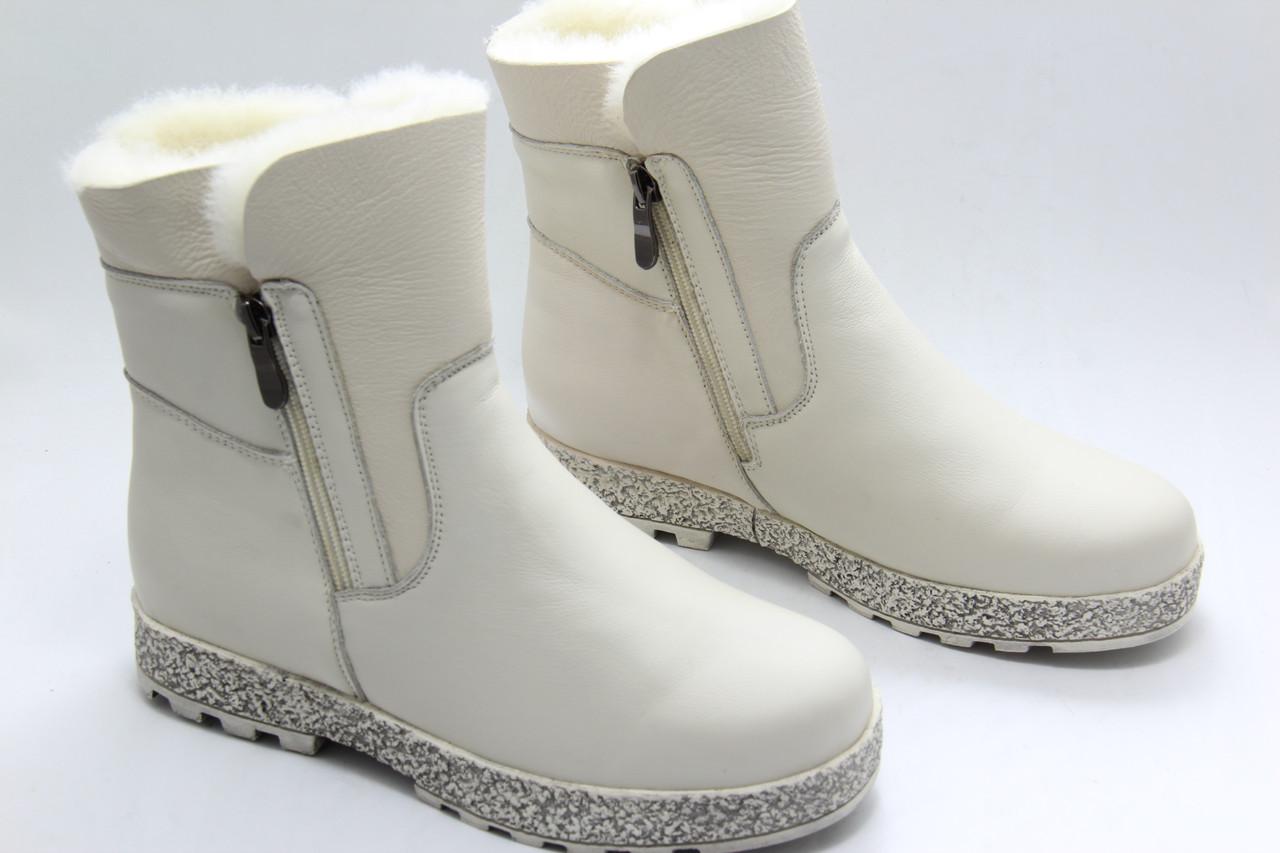 Светлые зимние ботинки MeegoComfort M8030