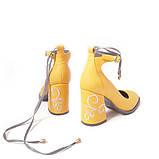 Туфли цвета желтой горчицы с вышивкой на каблуках, фото 6