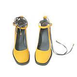Туфли цвета желтой горчицы с вышивкой на каблуках, фото 3