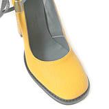 Туфли цвета желтой горчицы с вышивкой на каблуках, фото 4