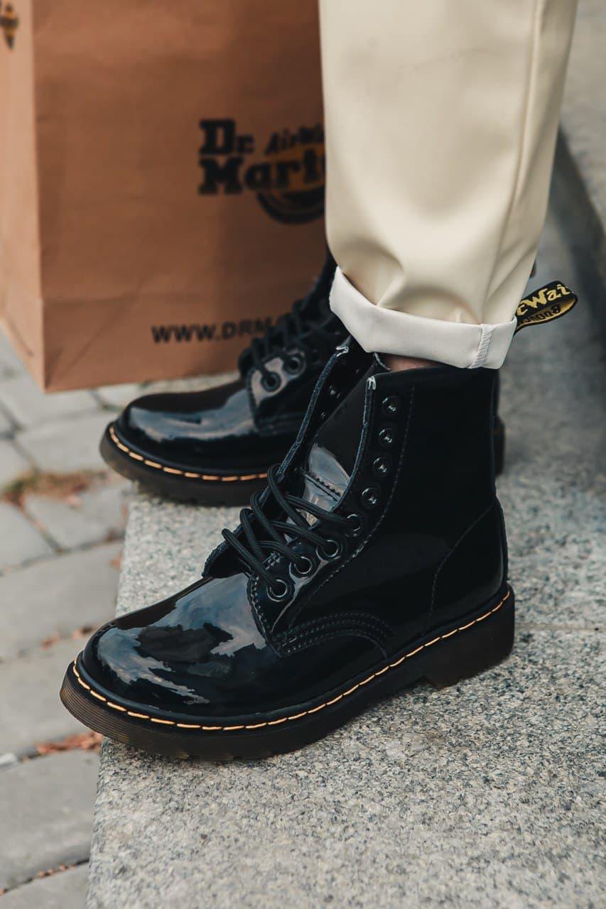 Женские зимние ботинки Dr.Martens лак черные(копия)