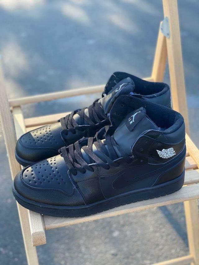 Кожаные высокие зимние кроссовки на меху Nike Air Jordan Retro черного цвета фото