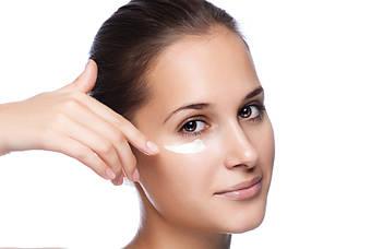 Для чего нужен крем по уходу в области глаз ??