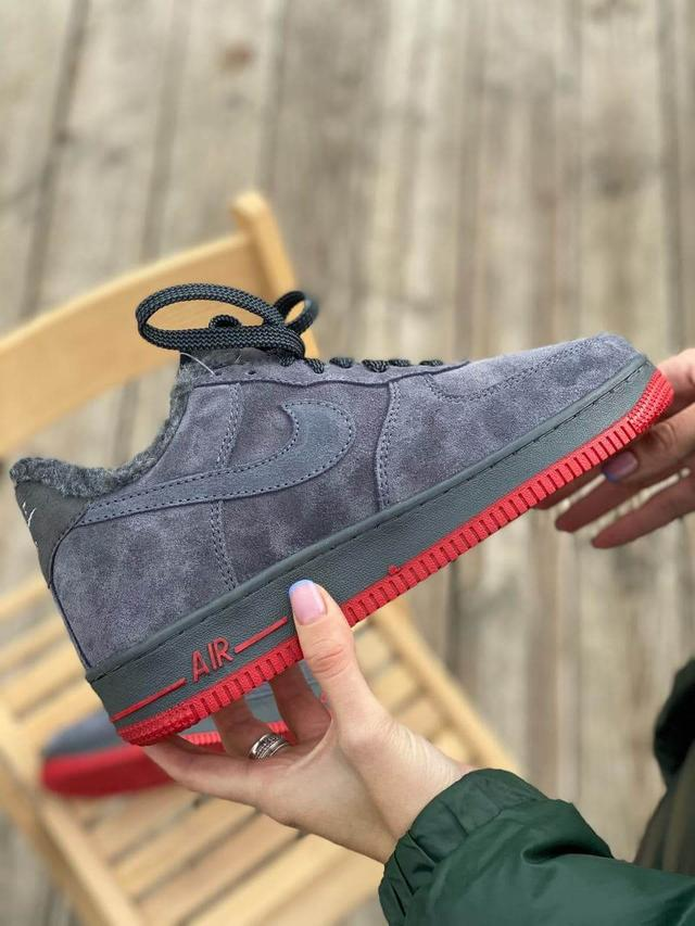 Зимние замшевые кроссовки на меху серого цвета Nike Air Force 1  Low Grey фото