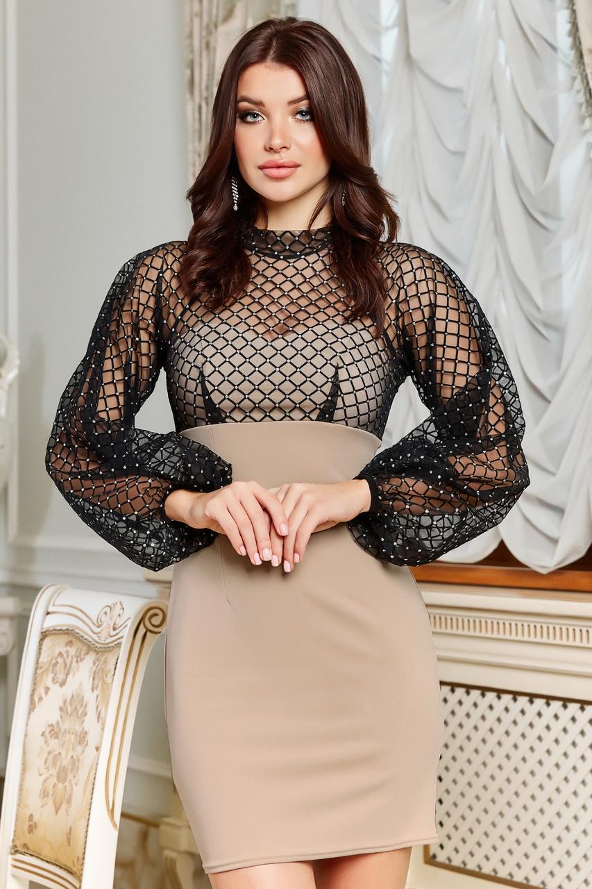 Короткое нарядное бежевое платье с черной сеткой