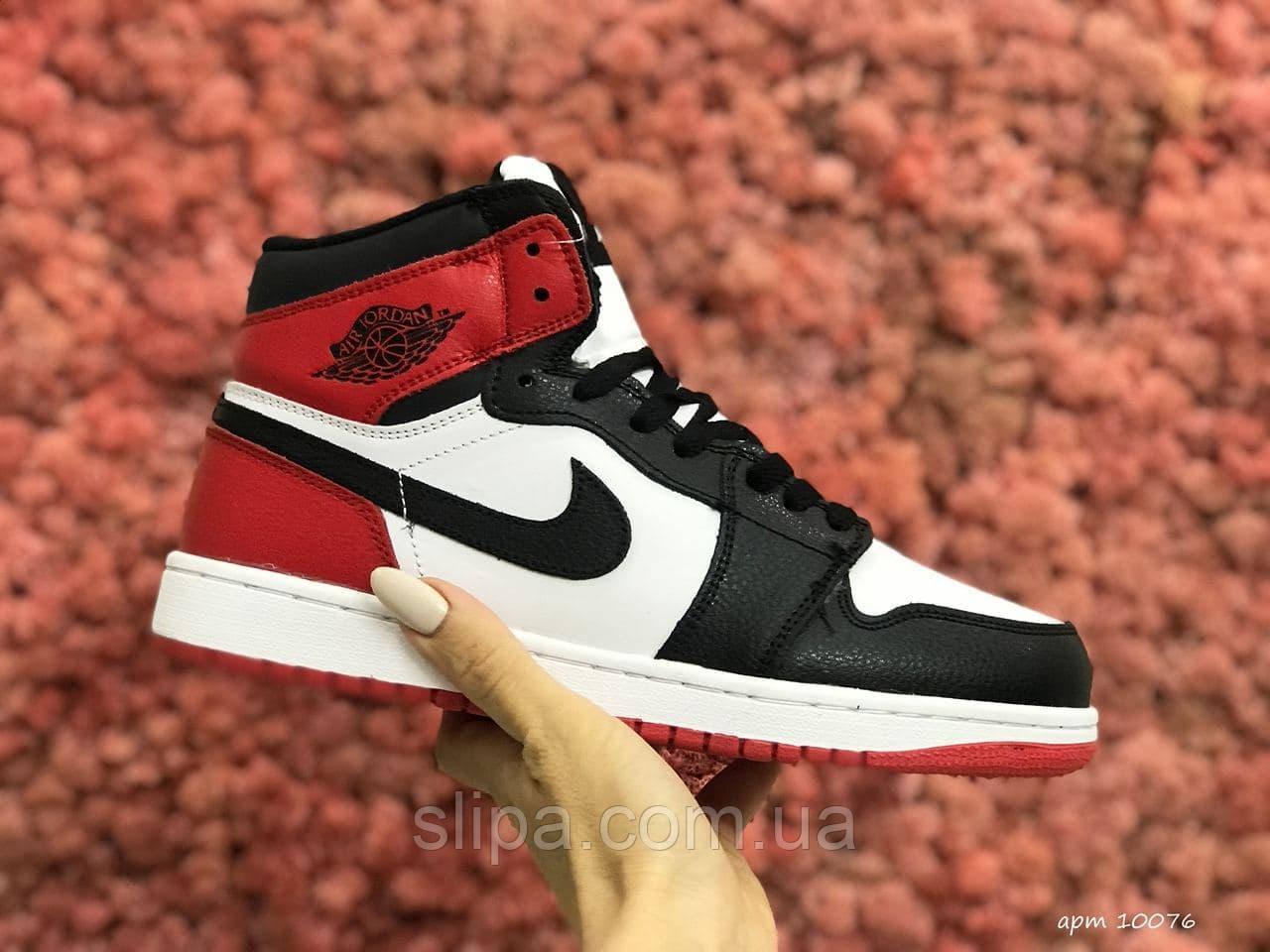 Женские зимние кожаные кроссовки Nike Air Jordan 1 Retro белые с чёрным и красным