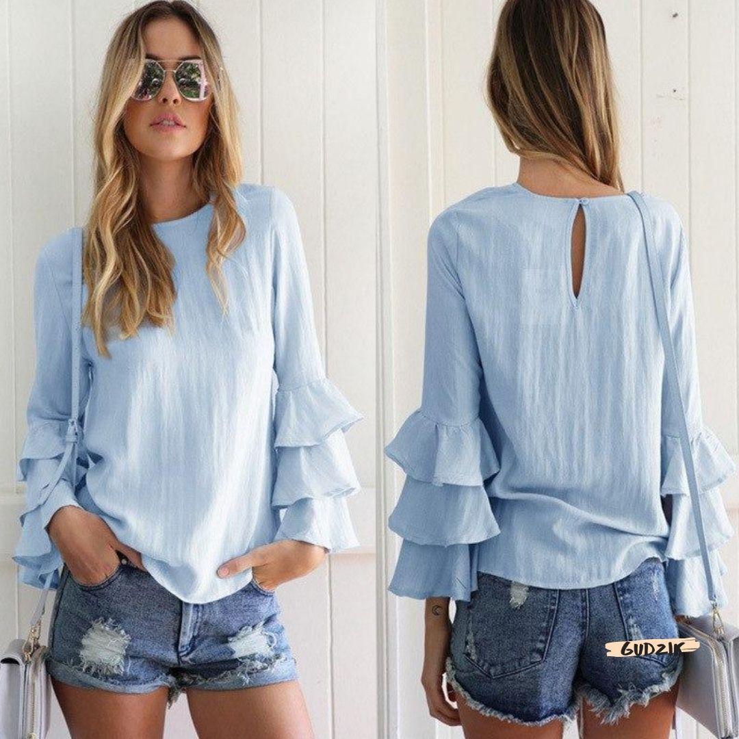 Женская нежно голубая блузка с рукавами клеш воланами