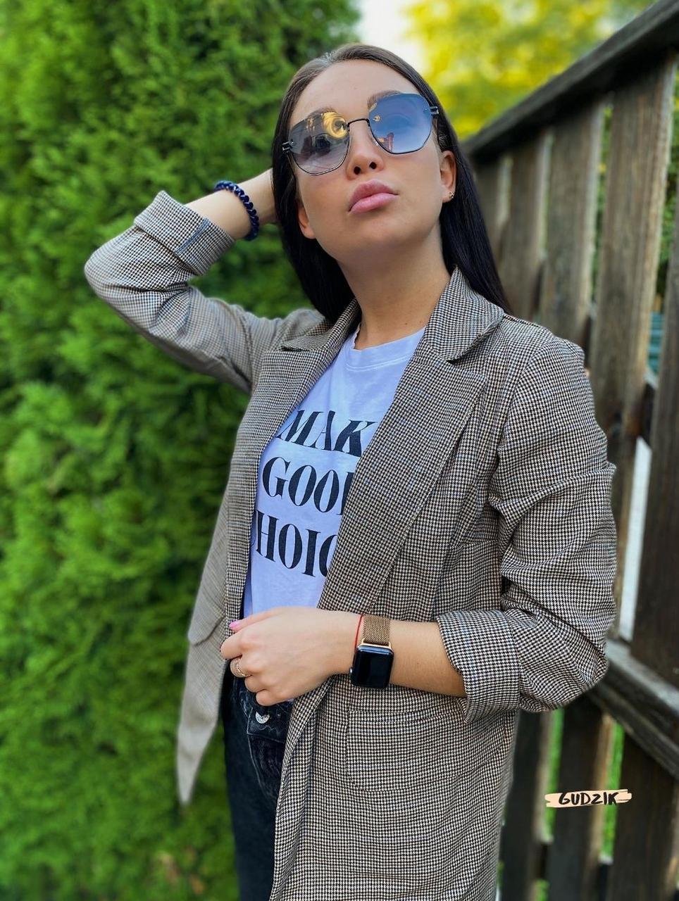 Женский пиджак в коричневую клетку мелкой гусиной лапки с карманами оверсайз