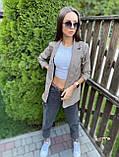 Женский пиджак в коричневую клетку мелкой гусиной лапки с карманами оверсайз, фото 2