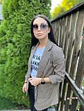 Женский пиджак в коричневую клетку мелкой гусиной лапки с карманами оверсайз, фото 3