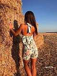 Женский Комбинезон летний в цветочный принт с воланом и открытой спиной, фото 2