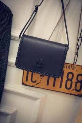 Женская сумка черная маленькая через плече
