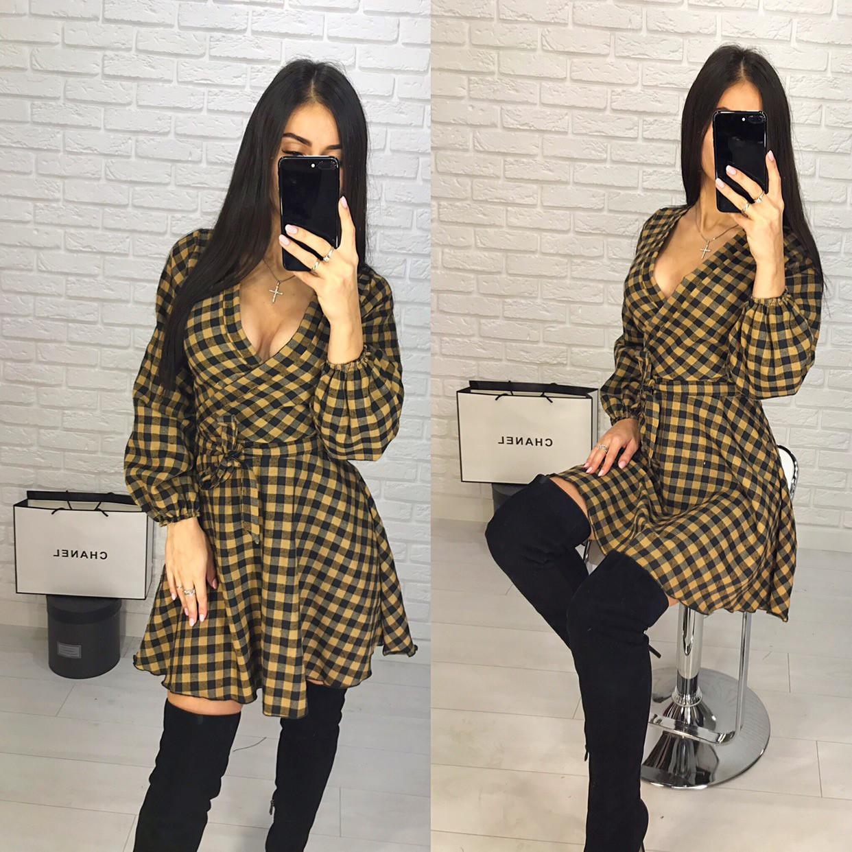 Модное платье на запах в клетку
