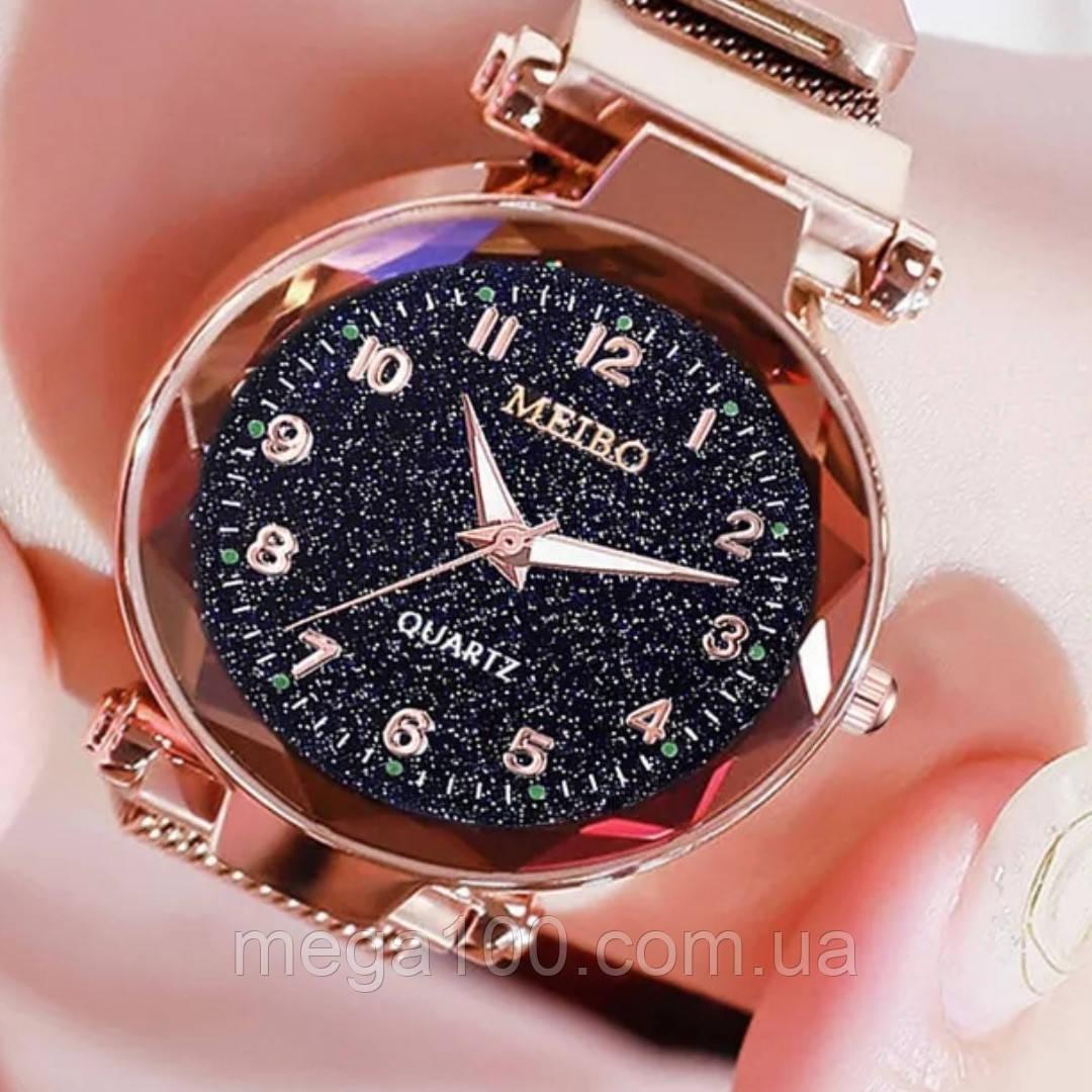 Женские наручные часы на магнитном браслете в золотом цвете