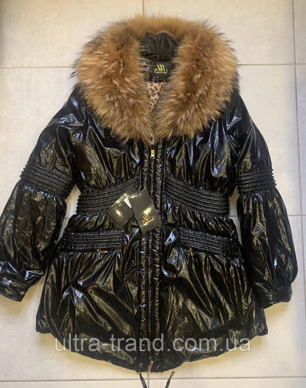Стильная женская куртка чёрного цвета  с натуральным мехом