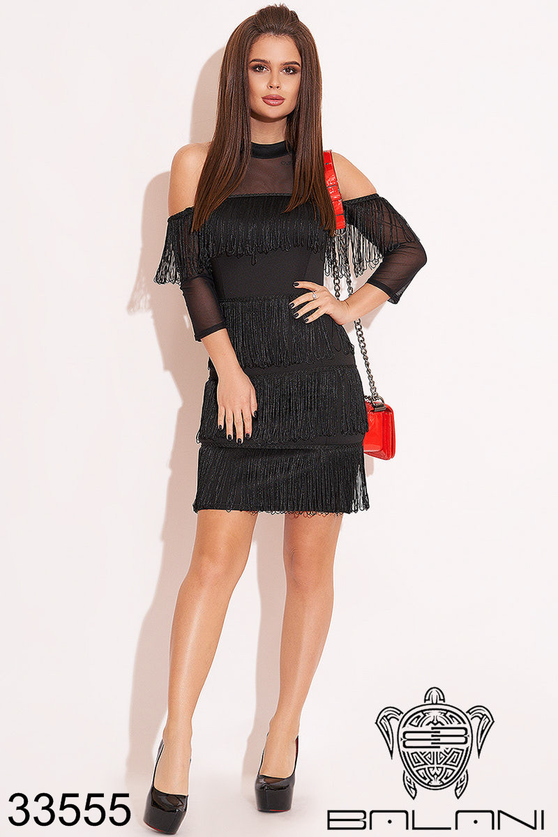 Вечернее черное платье мини с открытыми плечами и бахромой