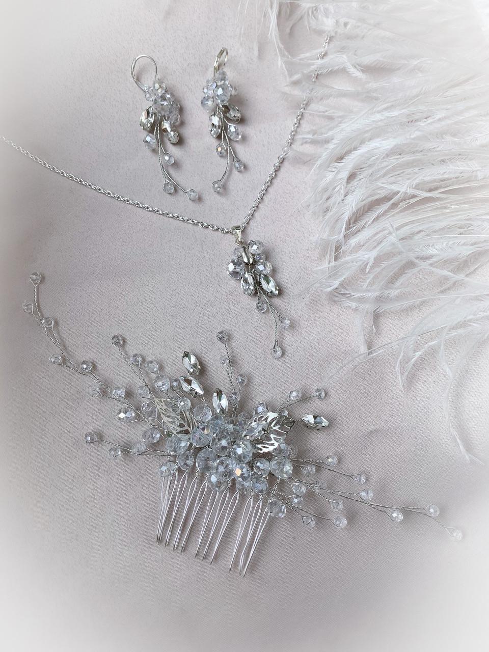 Набор украшений из кристаллов и хрустальных бусин