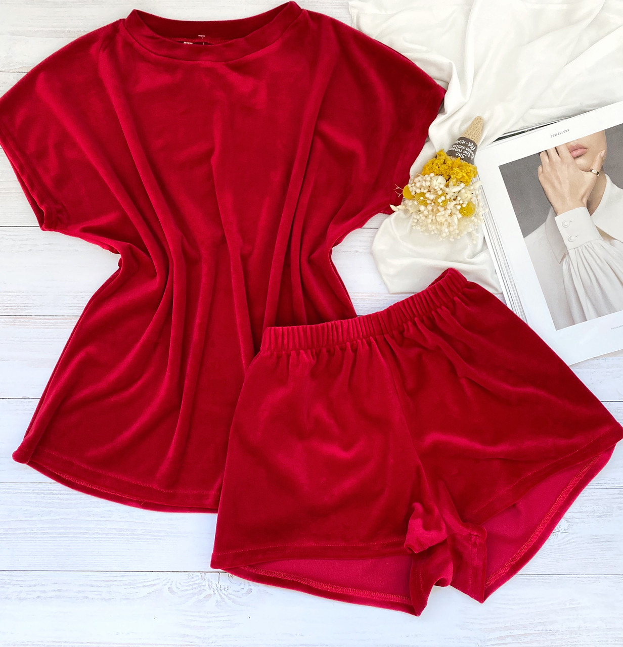 Женский плюшевый комплект футболка и шорты L-XL красный