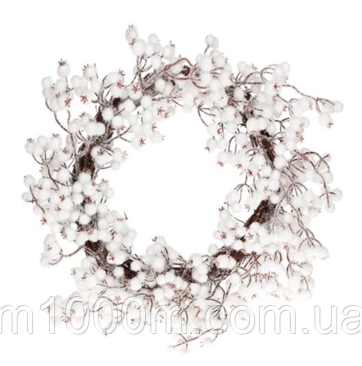 Декоративный венок из белых ягод в снегу, 50 см.11683