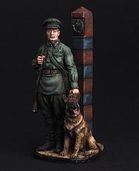 Молодший сержант Прикордонних військ НКВС з собакою, 1941 р.   Масштаб 1:32   E. K. Castings