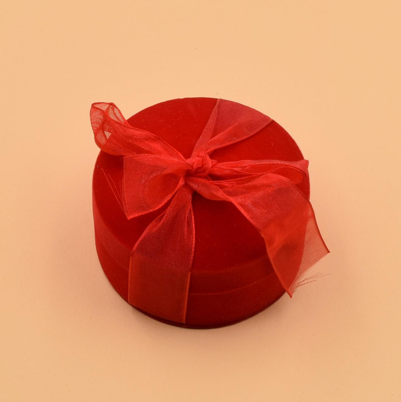 Футляр под два кольца Круг с бантом 740151 красный бархат размер 7х4.5 см