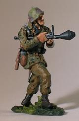 Солдат протитанкових військ. Німеччина 1945 р.   Масштаб 1:32   E. K. Castings