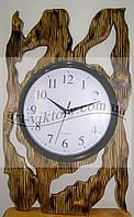 Часы в деревянной окантовке