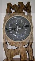 Часы в деревянной оправе