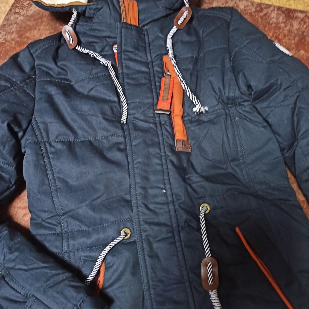 Теплая модная зимняя куртка для мальчика синего цвета. Утеплитель- холлофайбер.