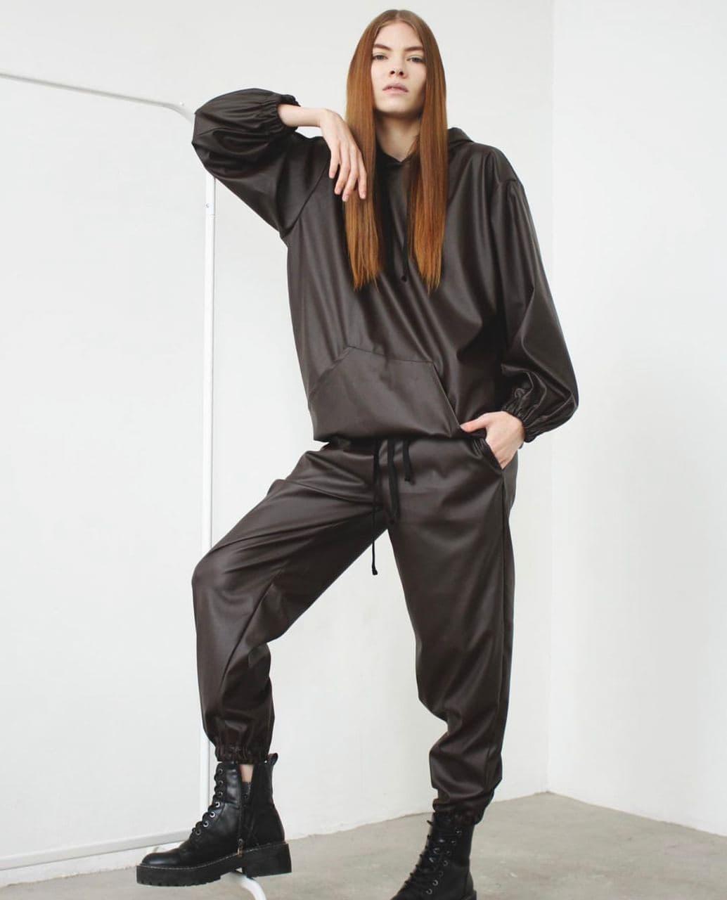 Стильний жіночий костюм з худі з екошкіри 42-46 р