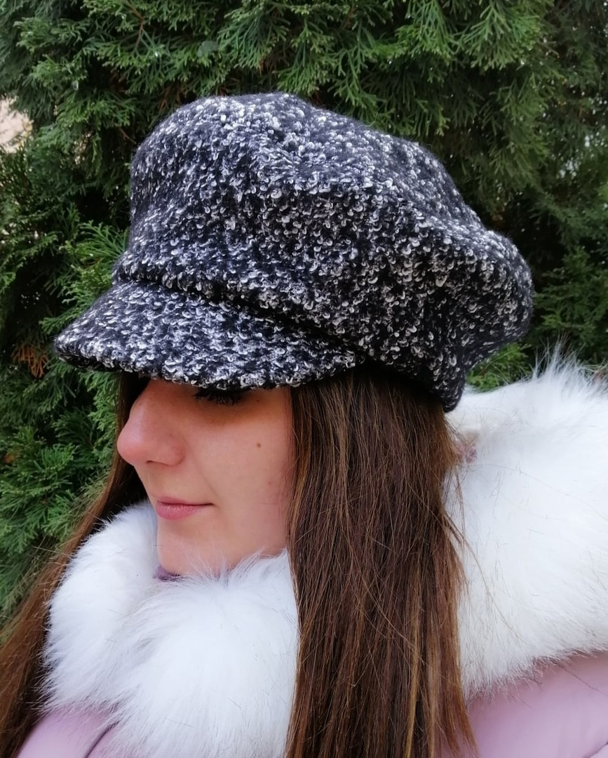 Демисезонная женская черная/белая кепка