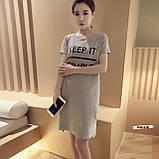 Женское платье свободного кроя с надписью серое, фото 2