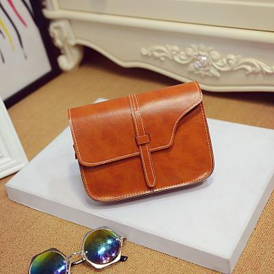 Женская небольшая сумка через плече коричневая