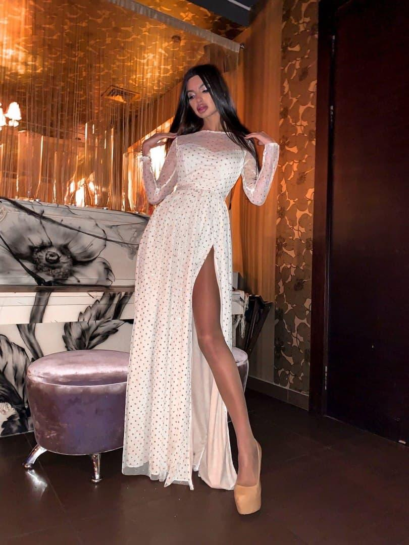 Женское Блестящее платье  макси с разрезом