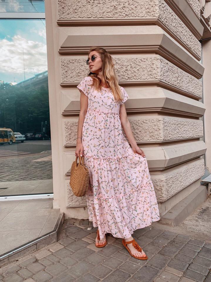 Женское летнее яркое платье в цветочек