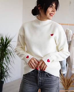 Женский теплый свитер с сердечками
