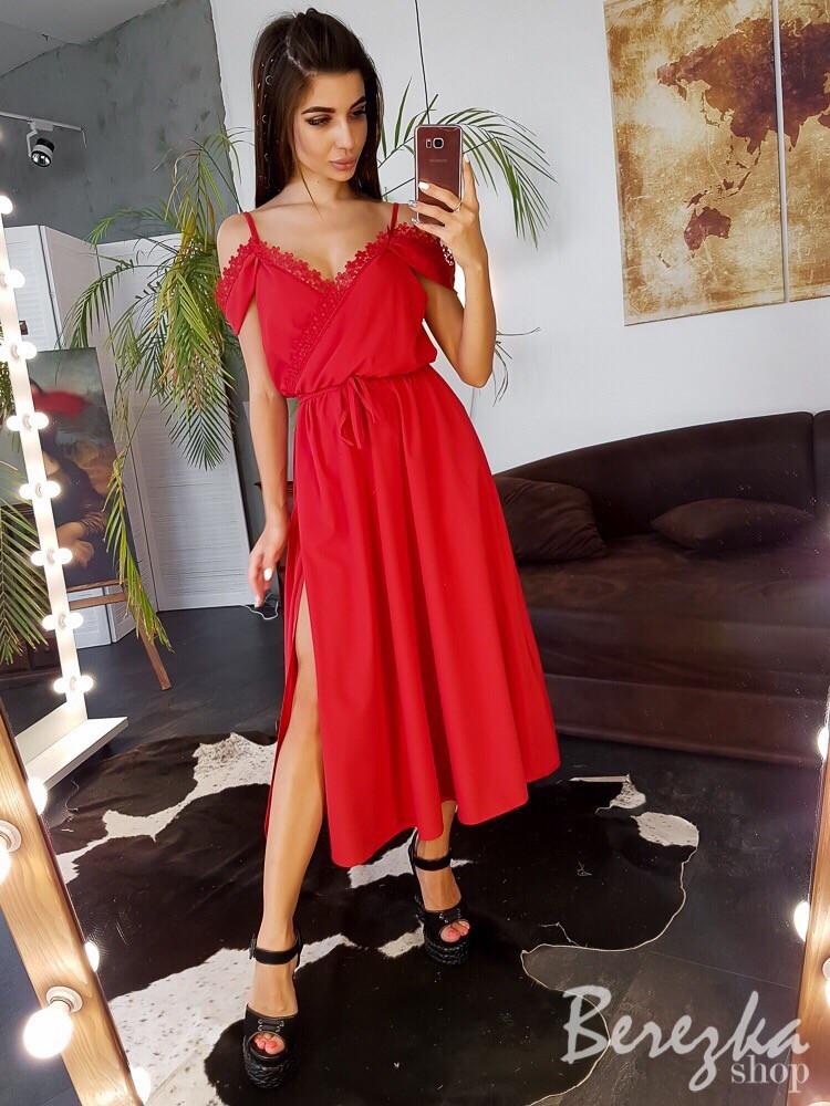 Платье миди декорированное кружевом