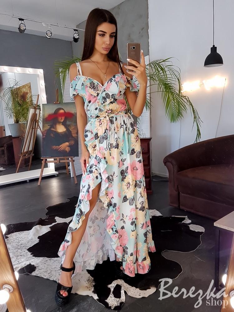 Элегантное повседневное платье с открытыми плечами