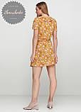 Женское легкое нежное  платье  на запах с рюшей в мелкий принт, фото 2