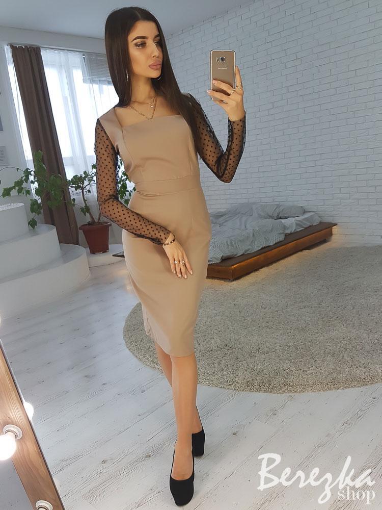 Элегантное платье с рукавами из сетки горох
