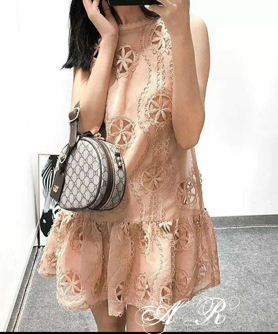 Модное красивое нежное женское платье